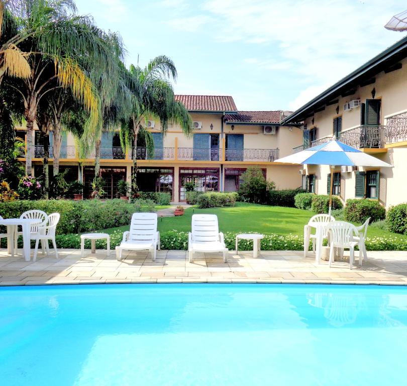A piscina localizada em Pousada Villa Harmonia ou nos arredores