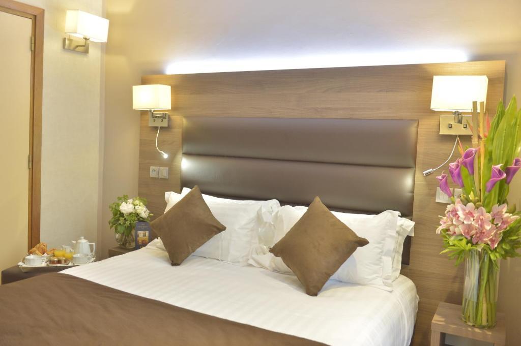 Cama o camas de una habitación en Hôtel Renoir Montparnasse