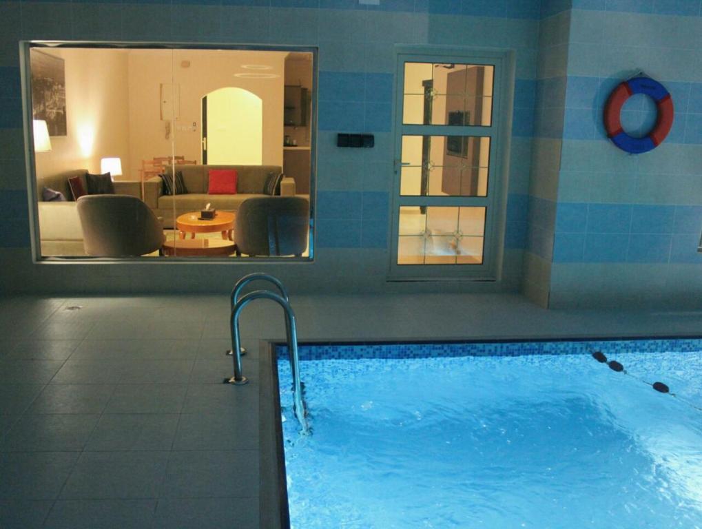 A piscina localizada em Dshale Chalets ou nos arredores