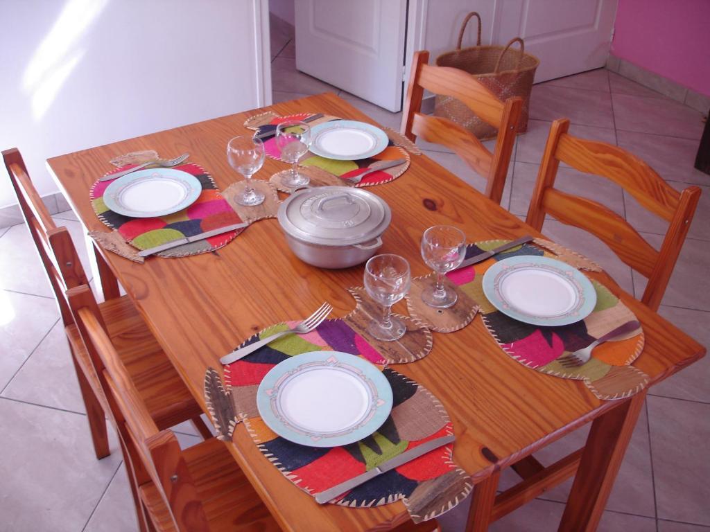 Restaurant ou autre lieu de restauration dans l'établissement villa les Grenadines