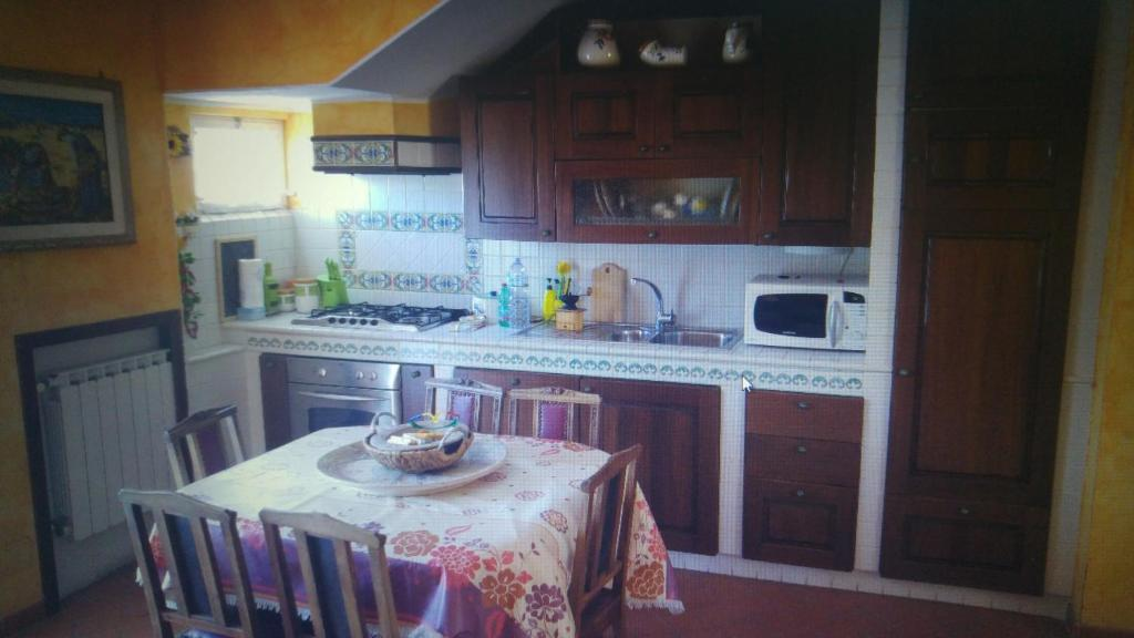 A kitchen or kitchenette at River House