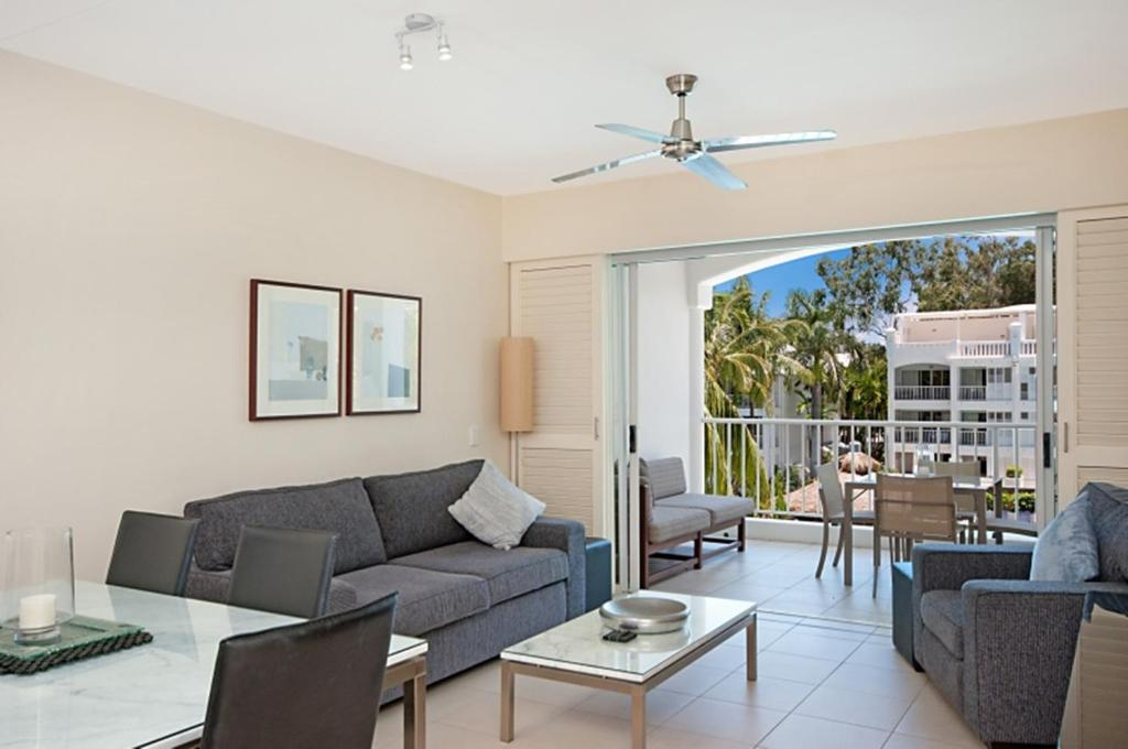 A seating area at 5231 BEACH CLUB PENTHOUSE