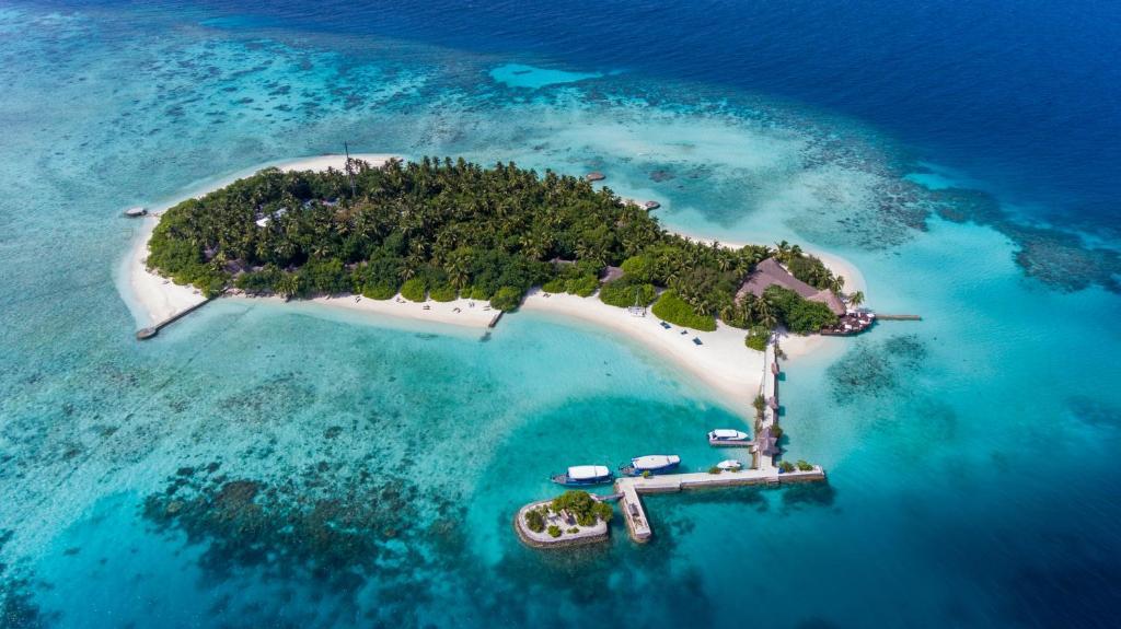 A bird's-eye view of Makunudu Island