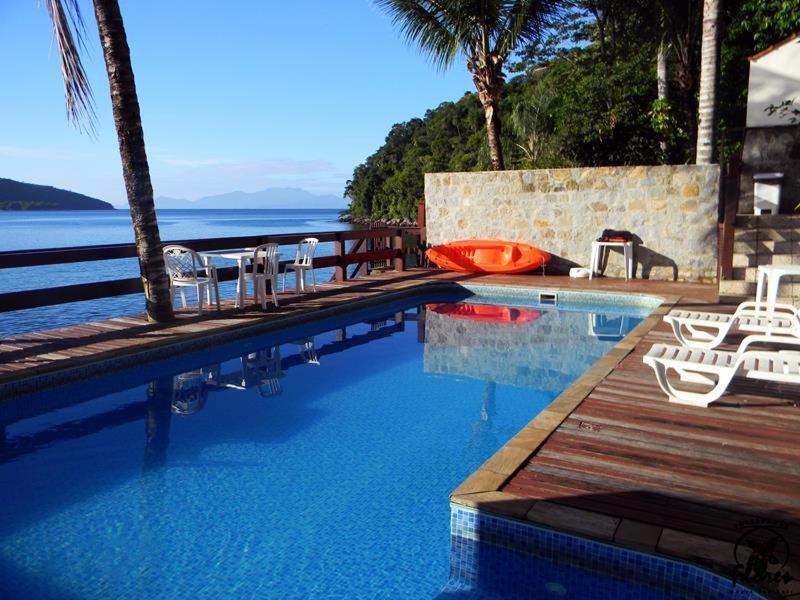 A piscina localizada em Pousada das Flores ou nos arredores