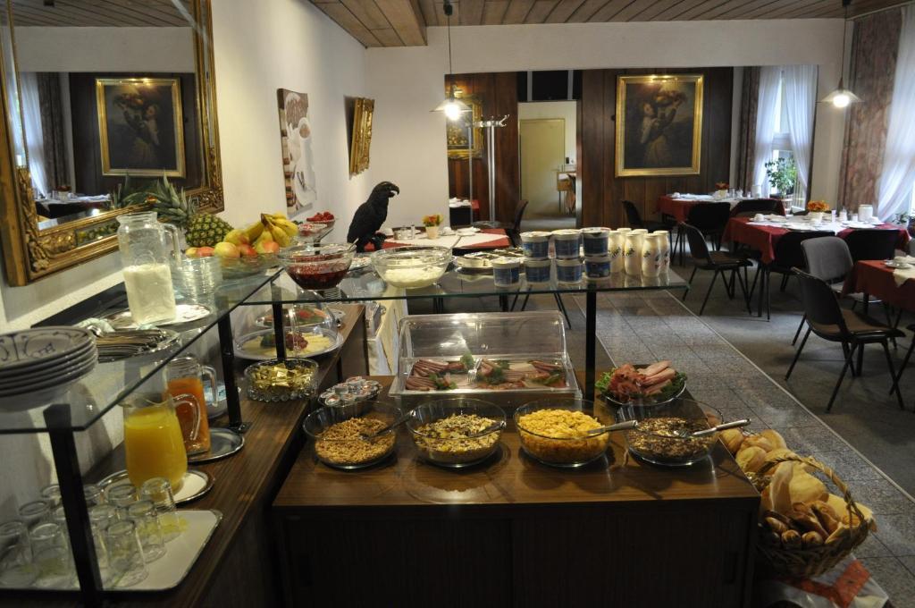Ein Restaurant oder anderes Speiselokal in der Unterkunft City Hotel Saarbrücken