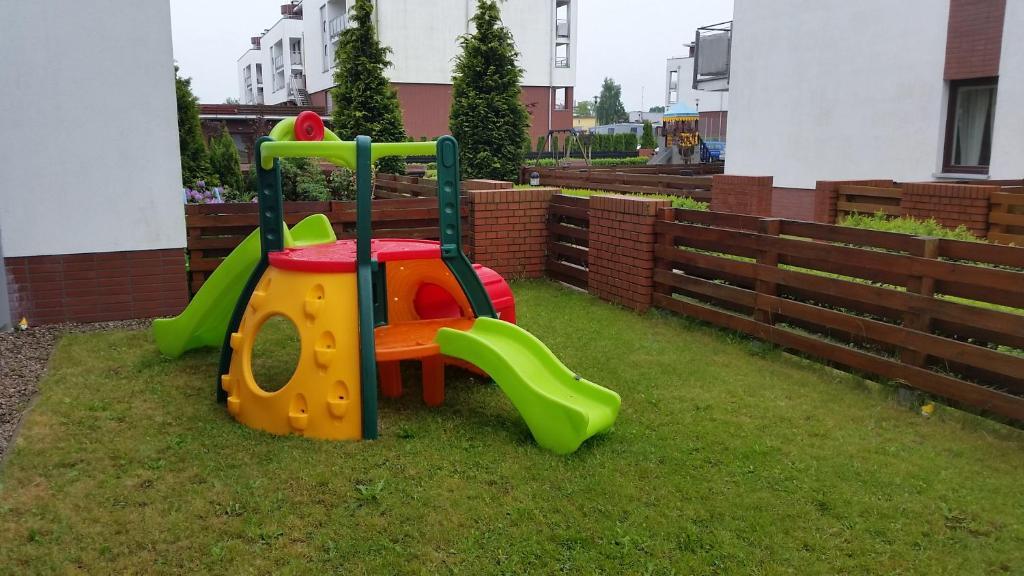 Plac zabaw dla dzieci w obiekcie Apartament Smyka