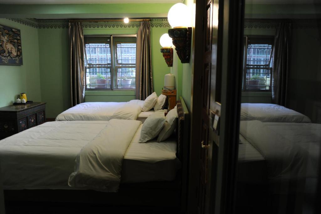 Cama o camas de una habitación en Tashitakge Hotel Lhasa