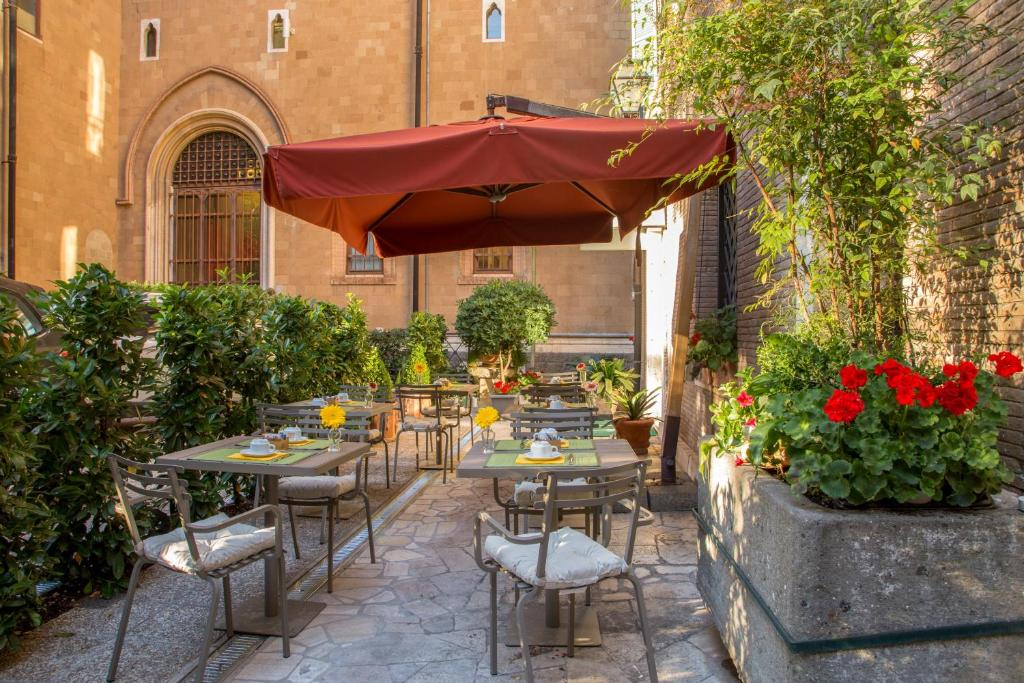A restaurant or other place to eat at Hotel Villa Grazioli