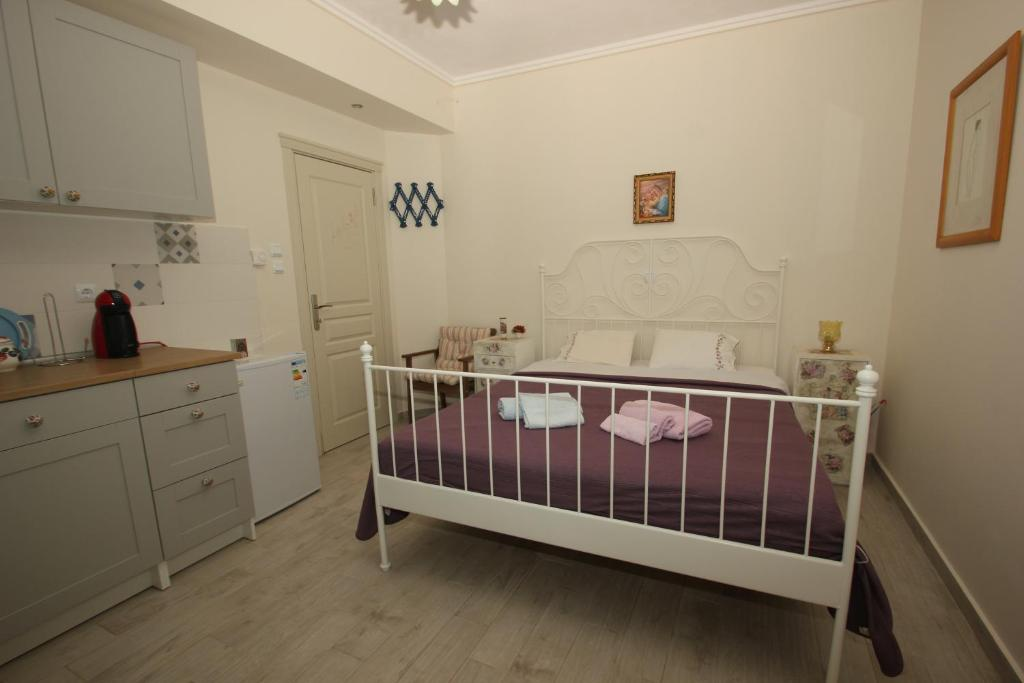A bed or beds in a room at Angels Home
