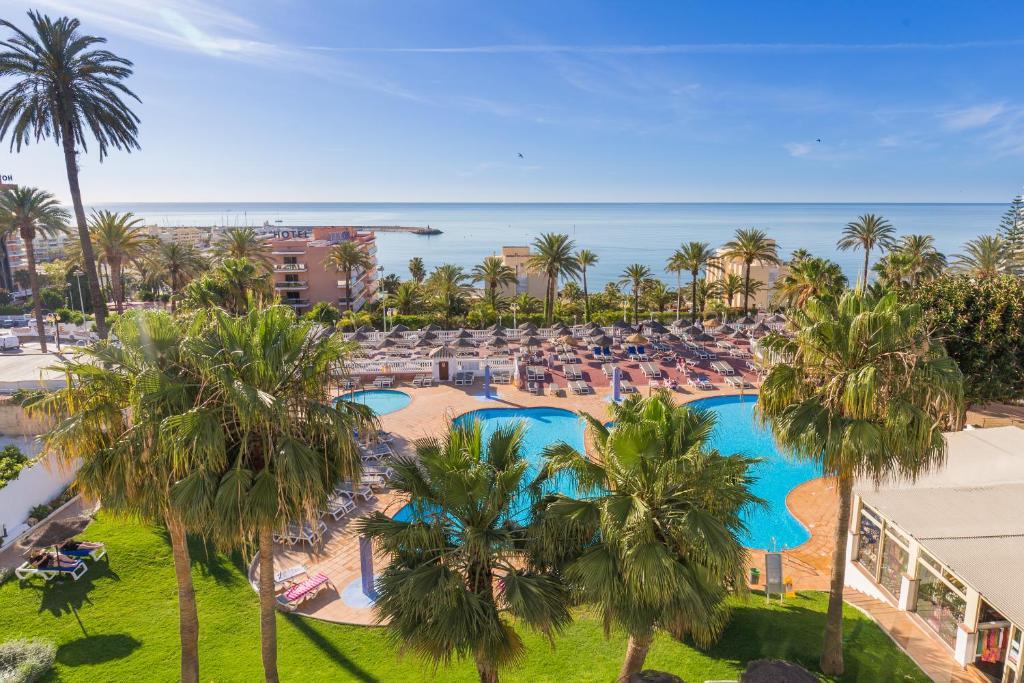 Utsikt över poolen vid Hotel Best Siroco eller i närheten