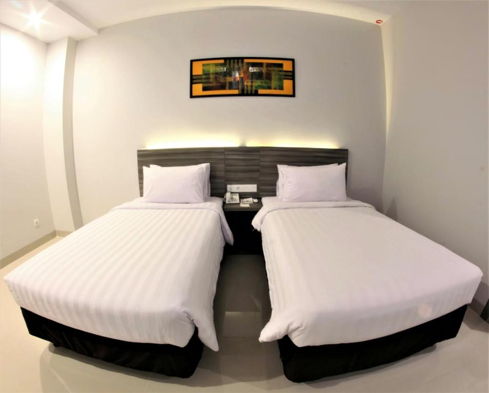 A bed or beds in a room at Urban Style by Front One