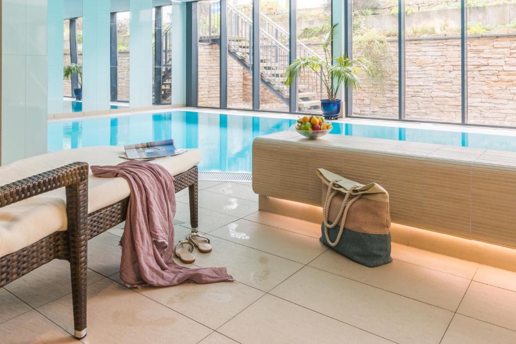 Der Swimmingpool an oder in der Nähe von Park-Hotel Hübner