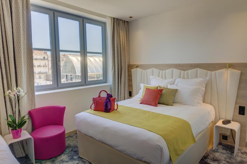 A bed or beds in a room at Best Western Plus Comedie Saint Roch