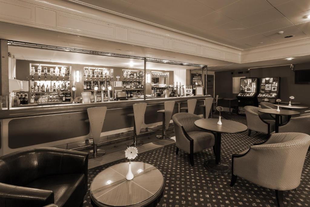 The lounge or bar area at Britannia Hotel Leeds