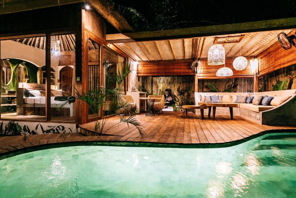 Piscine de l'établissement Majo Private Villas ou située à proximité