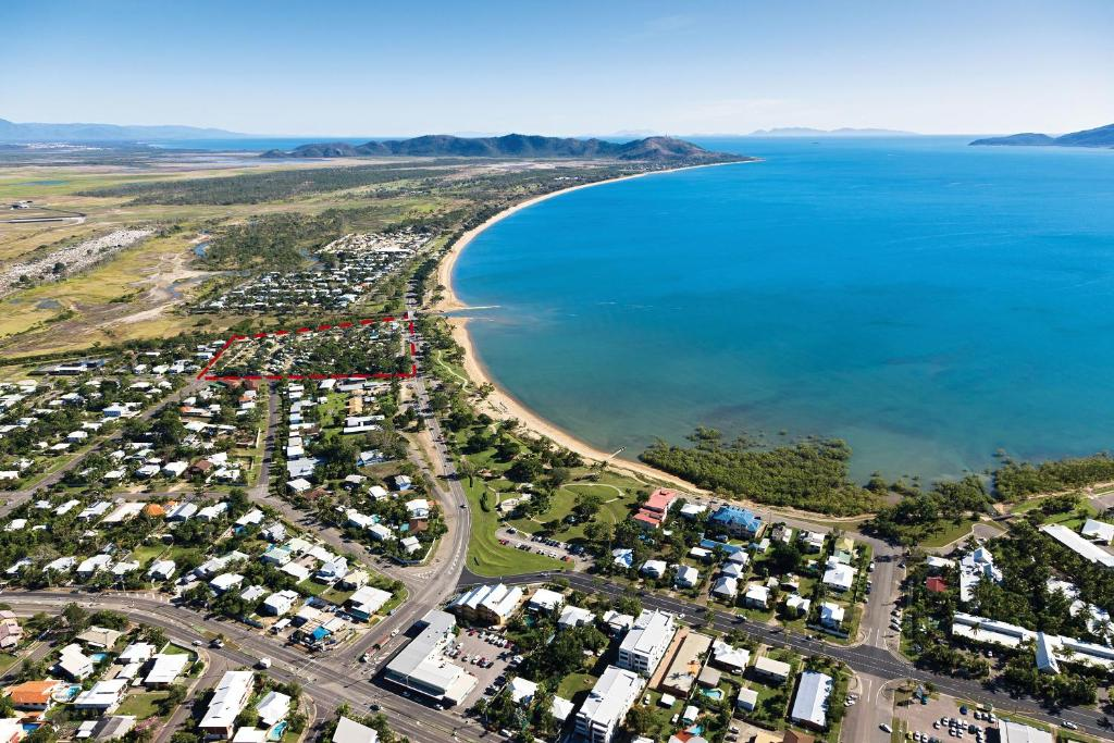 A bird's-eye view of BIG4 Rowes Bay Beachfront Holiday Park