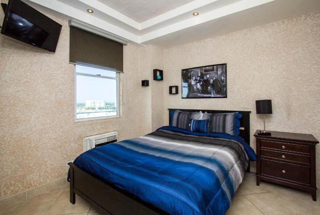 A bed or beds in a room at Louis Vistas de San Juan