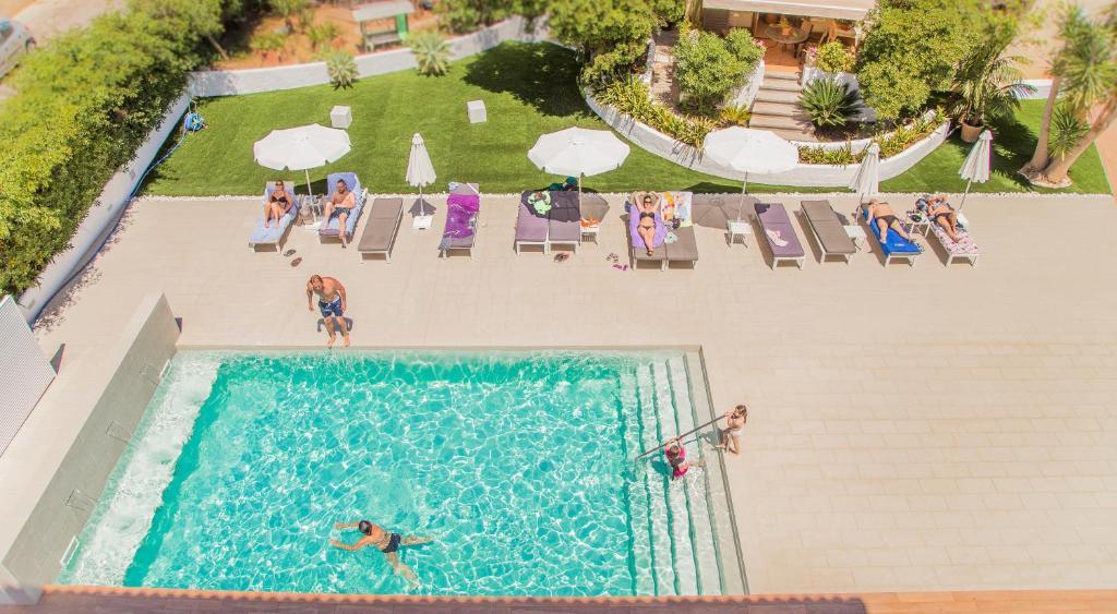 Utsikt över poolen vid Flacalco Hotel & Apartments eller i närheten