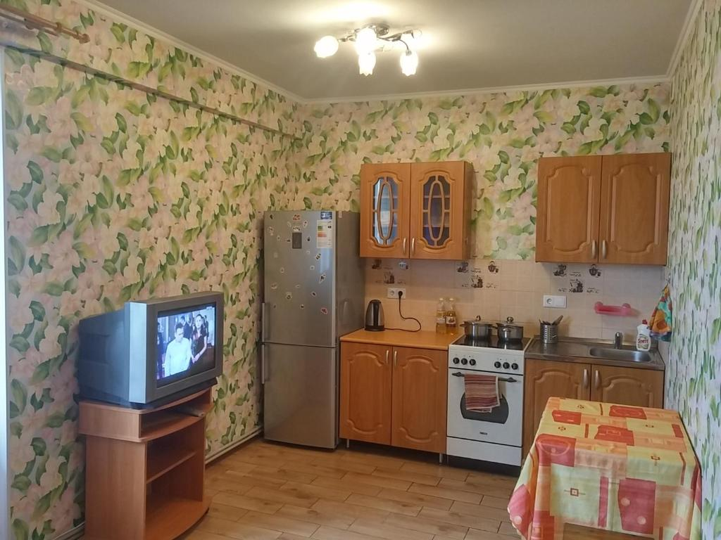 Кухня или мини-кухня в Апартаменты на Северном пр. 75