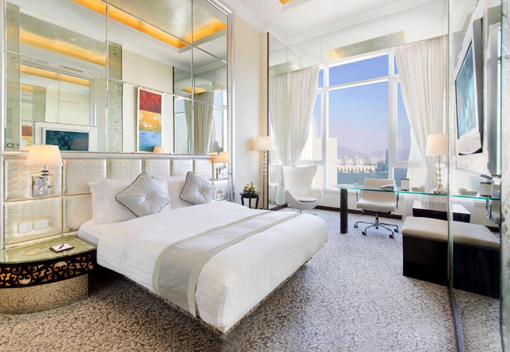 A bed or beds in a room at Regal Hongkong Hotel