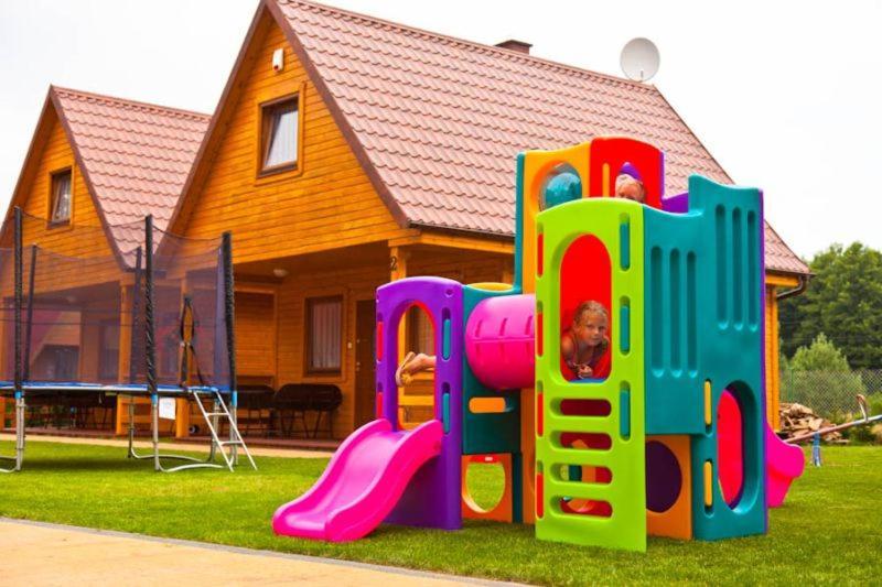 Plac zabaw dla dzieci w obiekcie AmberDomki