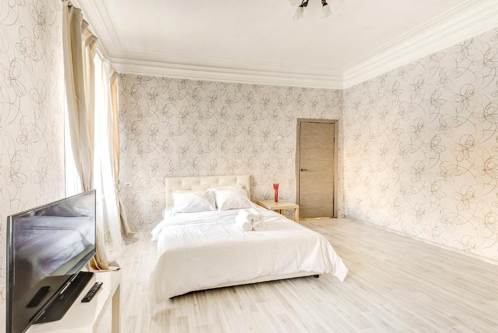 Кровать или кровати в номере Apartments 4-aya Tverskaya-Yamskaya, 4