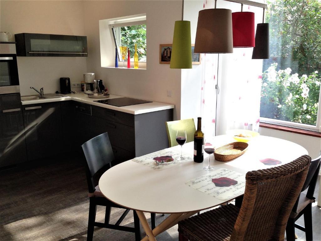 Een keuken of kitchenette bij Stadtoase Koblenz