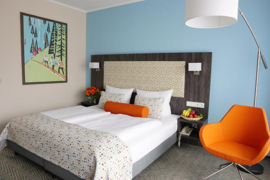 A bed or beds in a room at Trans World Hotel Auefeld