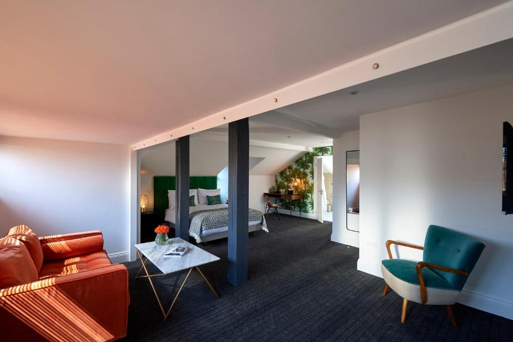 A room at The Lodge Hotel - Putney.