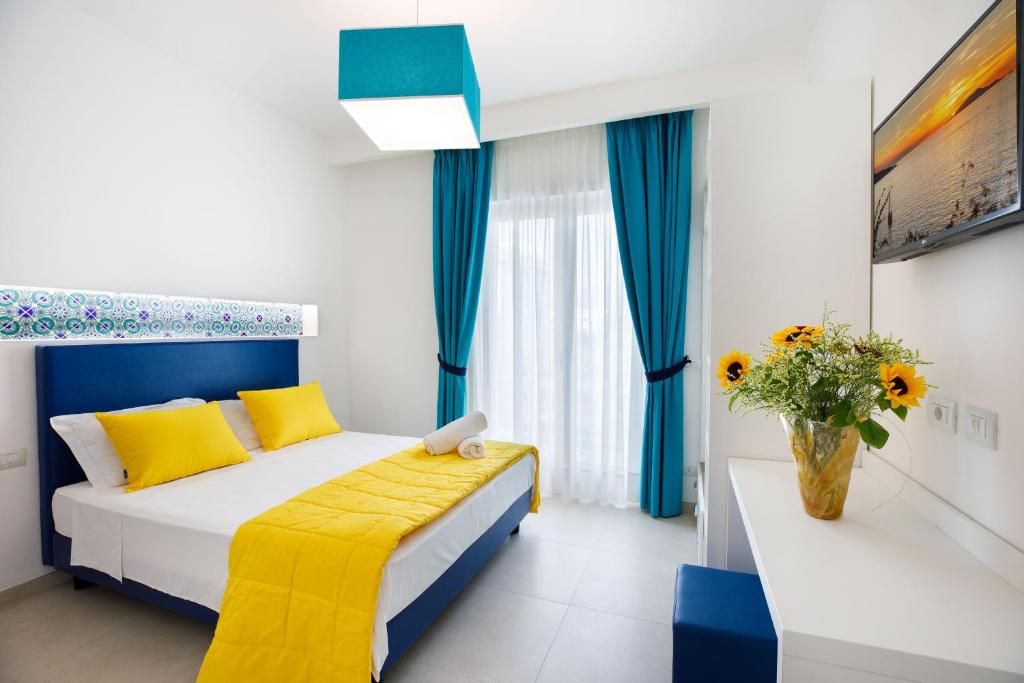 A bed or beds in a room at SorrentoLife
