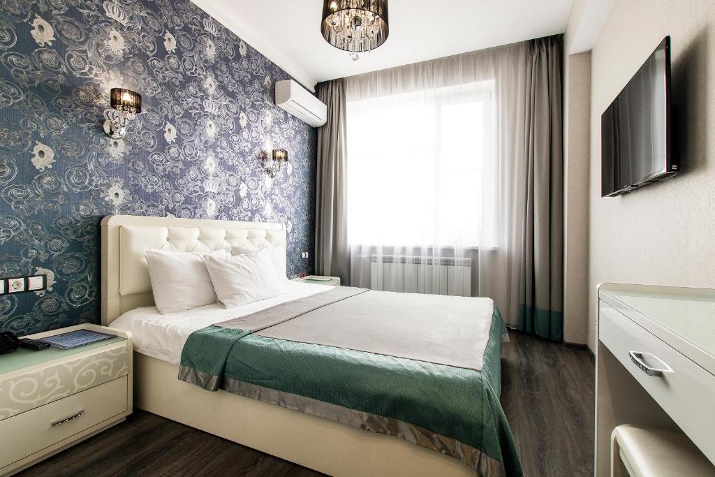 Кровать или кровати в номере Корона Отель
