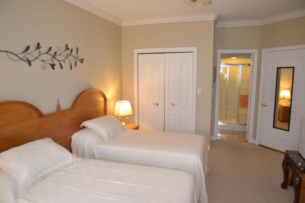 A bed or beds in a room at Graystone Bed & Breakfast