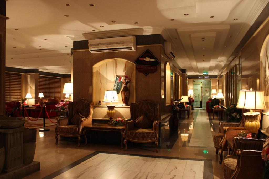 O saguão ou recepção de Abha Crown Hotel