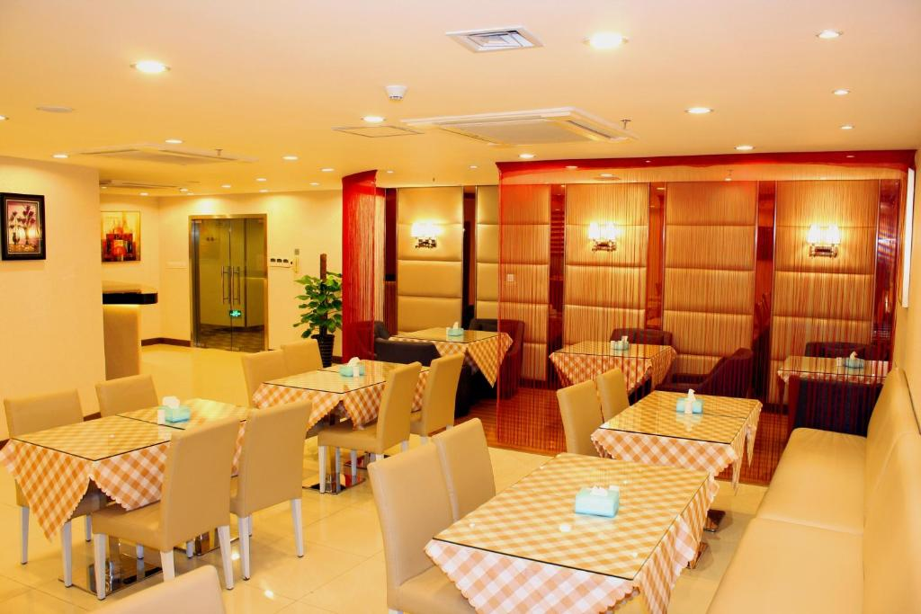A restaurant or other place to eat at JI Hotel North Tianhe Guangzhou