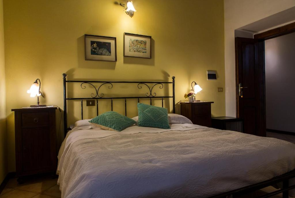 A bed or beds in a room at Agriturismo Il Giglio