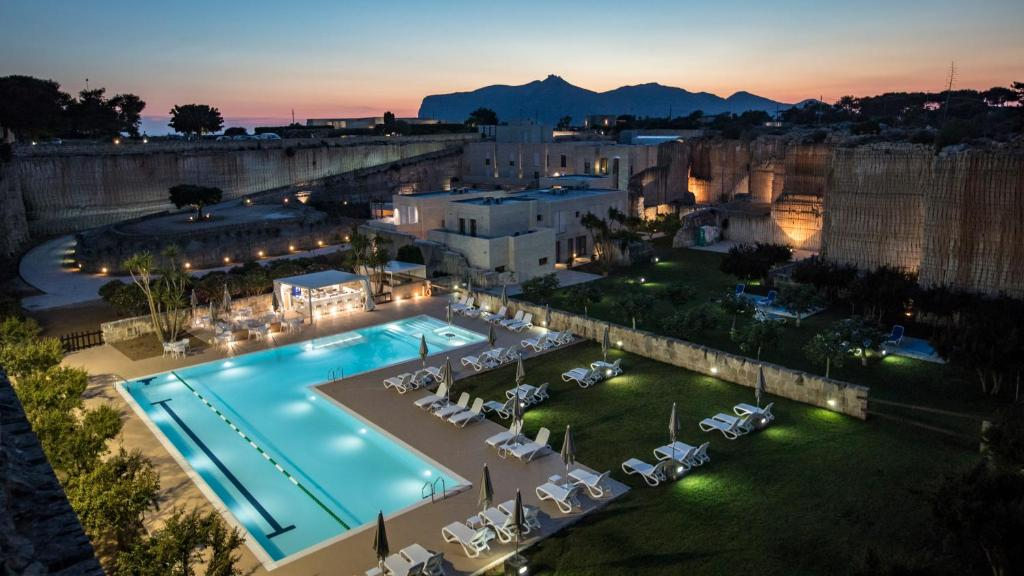 A view of the pool at Cave Bianche Hotel or nearby