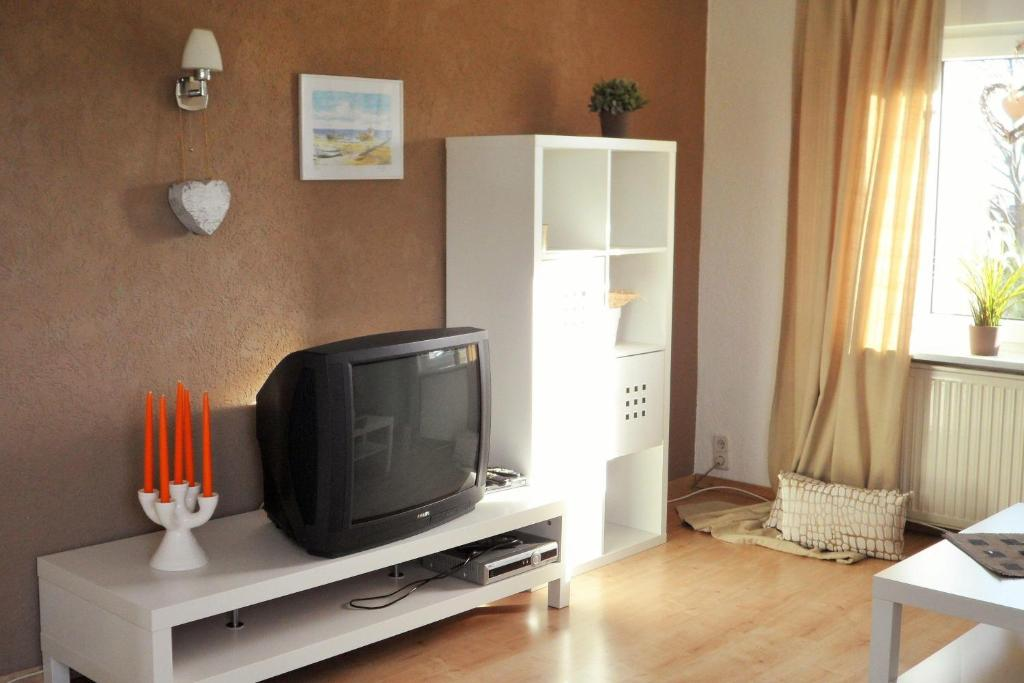 A television and/or entertainment center at Ferienwohnung-Kuechler