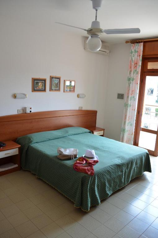 Postel nebo postele na pokoji v ubytování Hotel Berna