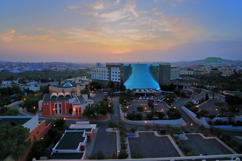 Uma vista aérea de Abha Palace Hotel
