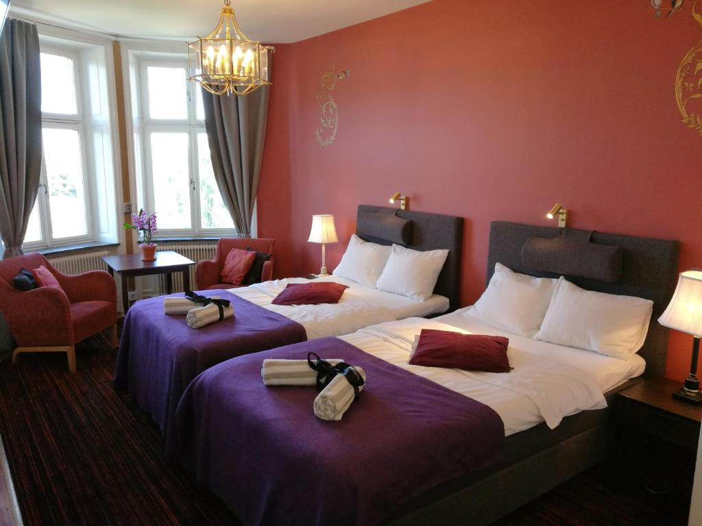 A bed or beds in a room at Stockholm Classic Hotell