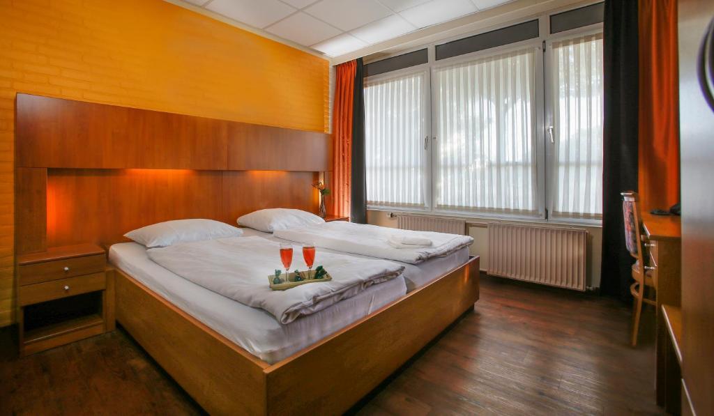 A bed or beds in a room at Wunderland Kalkar
