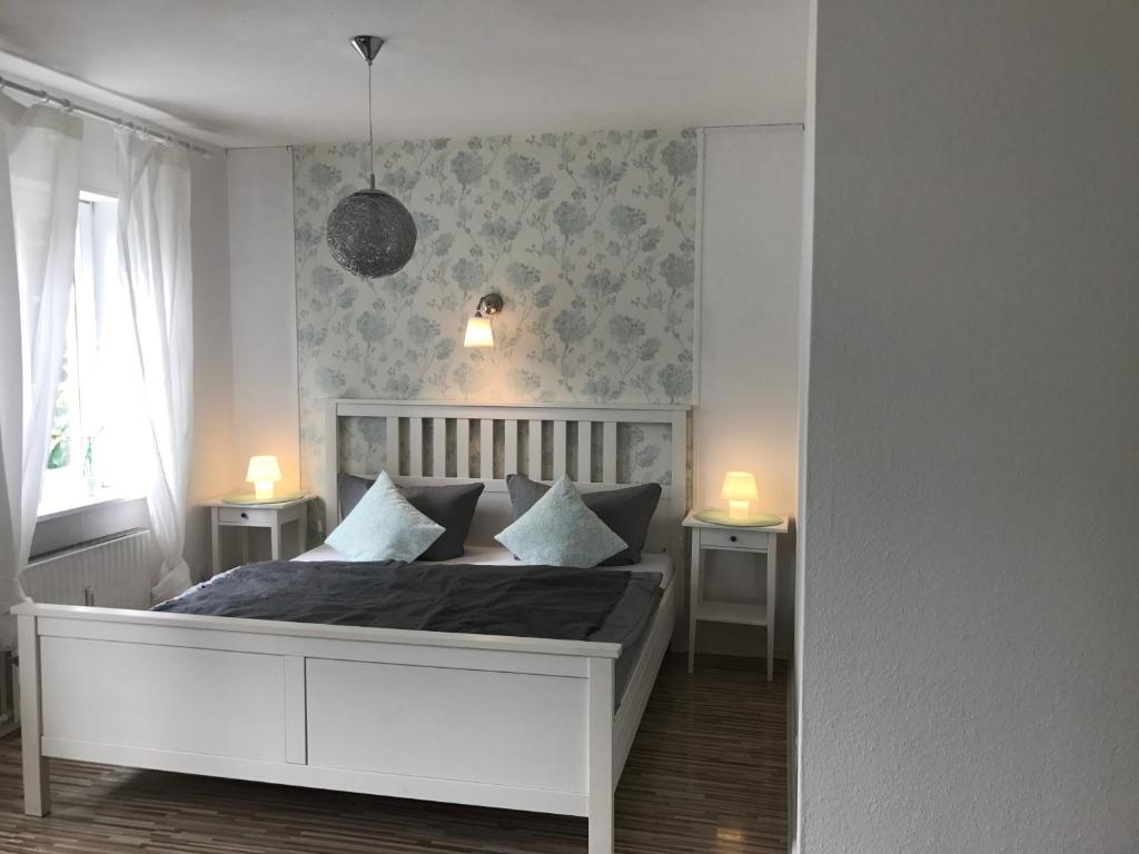 A bed or beds in a room at B&B Worpsweder Blick