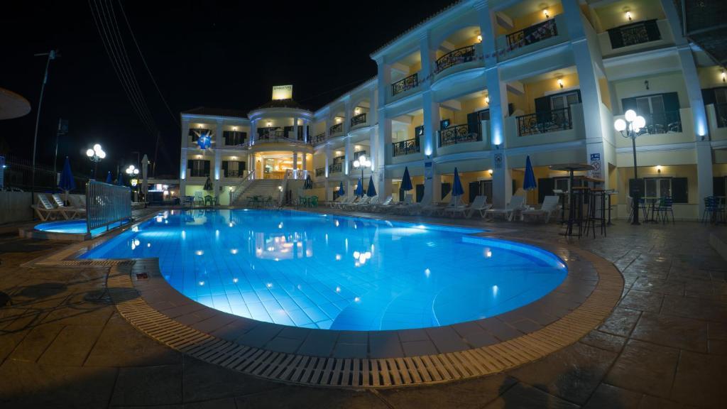 Бассейн в Aphrodite Hotel или поблизости