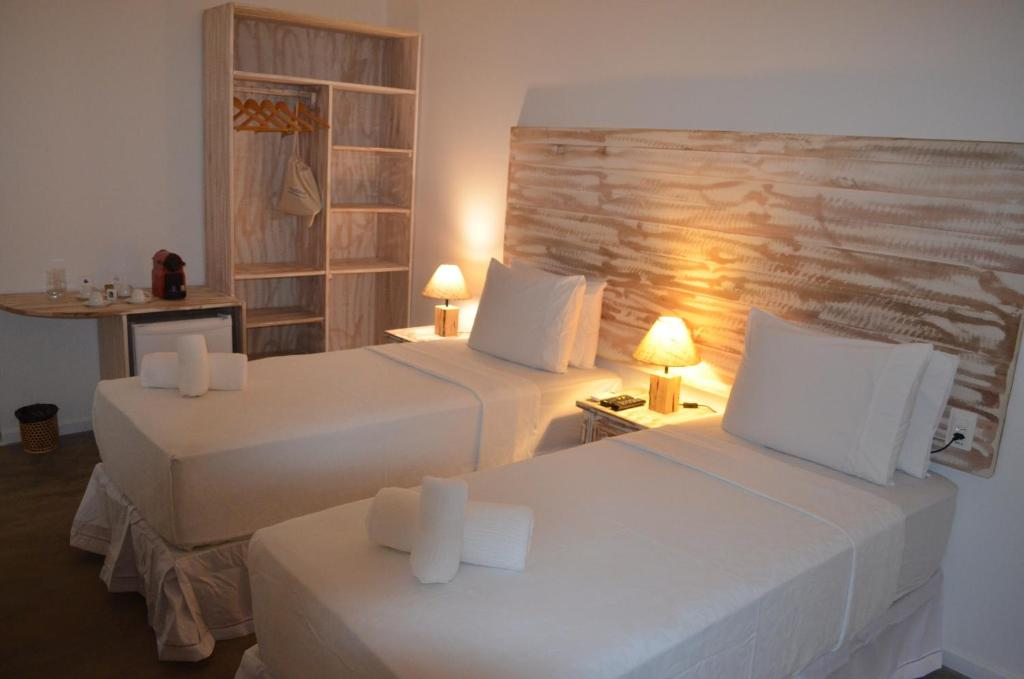 A bed or beds in a room at Pousada Tubarão