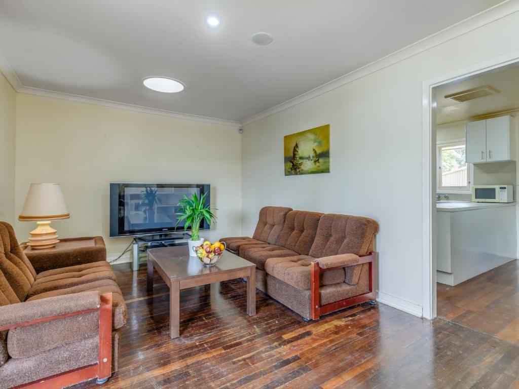 A seating area at Exclusive Handy Holiday House