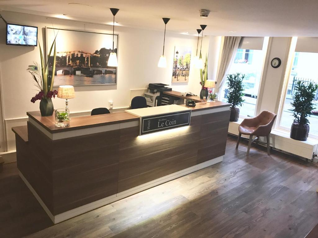 De lobby of receptie bij Hotel Residence Le Coin