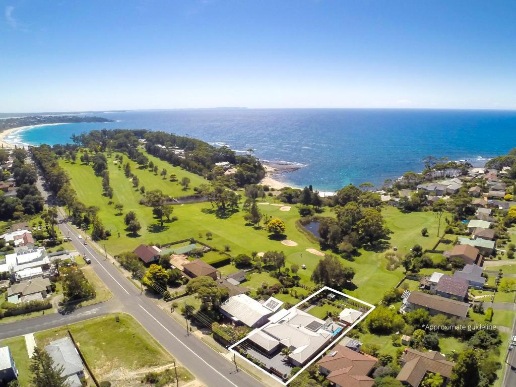A bird's-eye view of Mollymook Apartment on Golf