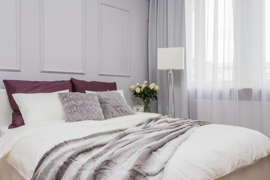 Łóżko lub łóżka w pokoju w obiekcie Unit Apartment Deluxe Warszawa Centrum Plac Zbawiciela Hala Koszyki
