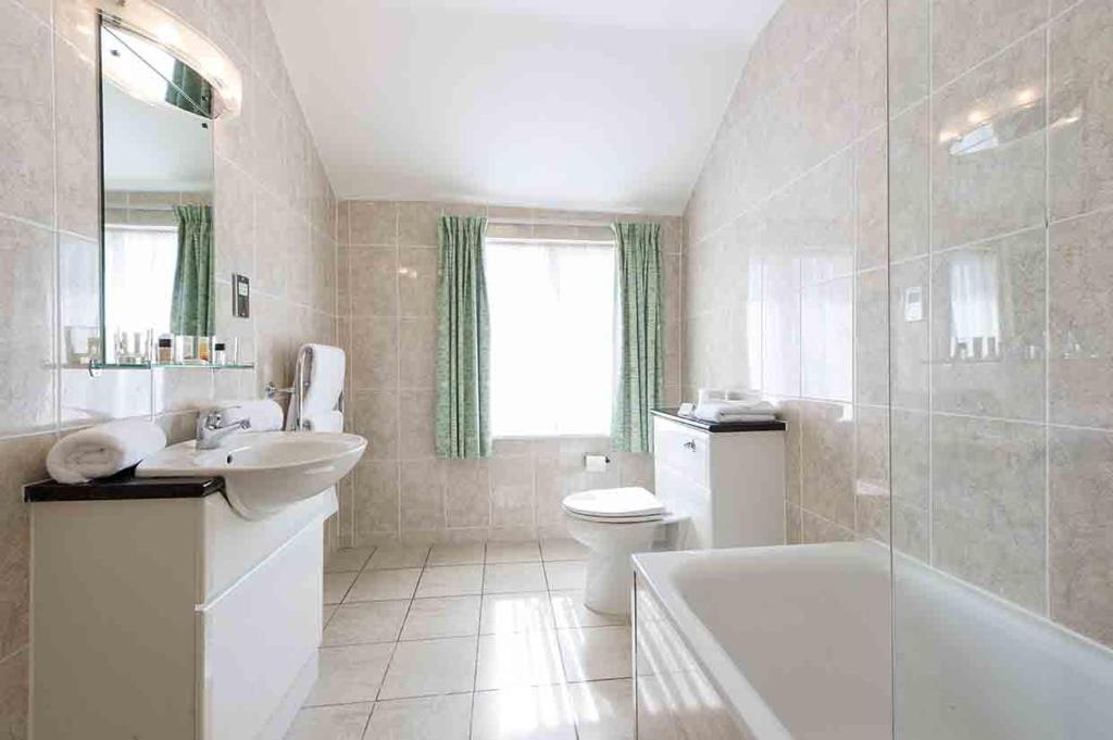 A bathroom at The Rutland Hotel