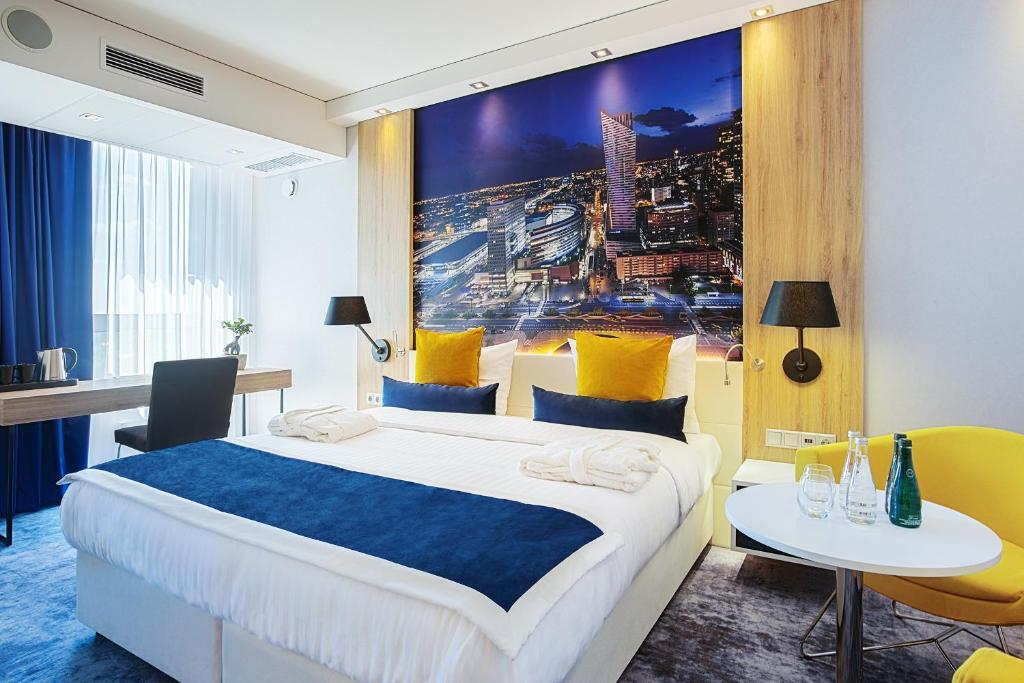 Łóżko lub łóżka w pokoju w obiekcie Golden Tulip Warsaw Airport